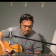2010年12月4日放映:鵠沼海岸アンプラグドに鎌倉のスラックキー・ギターの名手、カモク・タカハシさんが登場! 鵠沼海岸駅前KABUTOS CAFEでの初ライブでした。